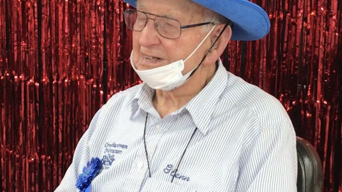 Arcanum hardware store throws birthday party for 100-year-old employee