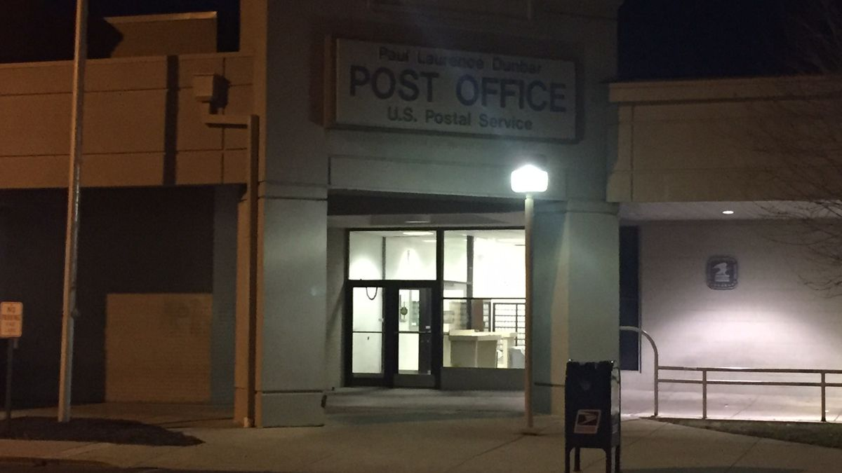 Dayton police: 2 juveniles rob letter carrier at gunpoint