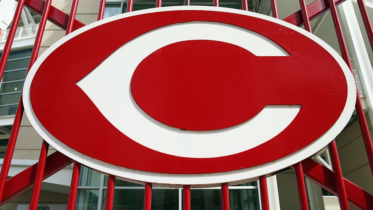 Reds win with dramatic Votto double