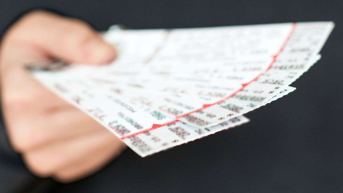 Lawmakers call for more transparency for online ticket sales of concerts, sporting events