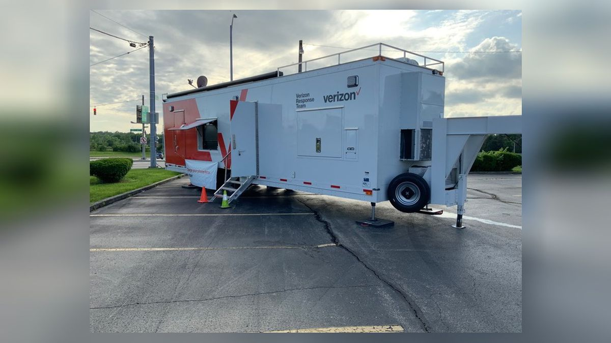 Verizon offers mobile unit for storm victims to charge phones, contact family