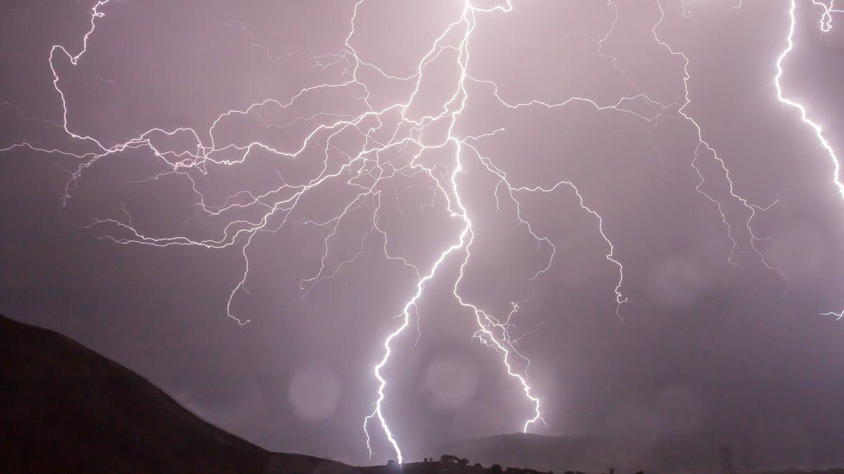 Lightning strikes kill more than 100 in India
