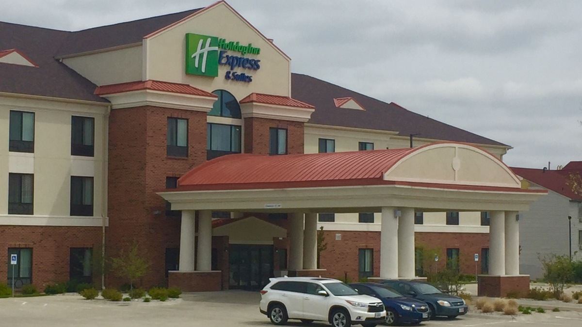 Springfield police investigate theft at Holiday Inn Express
