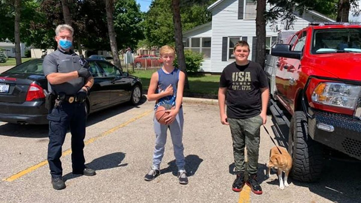 Michigan boys rewarded for returning wallet with $364