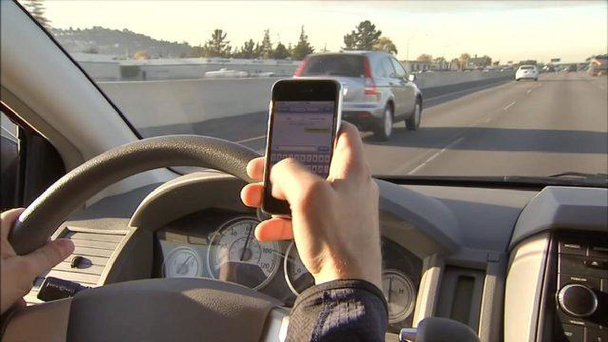 Growing dangers on the road: AAA gives tips to avoid distracted driving
